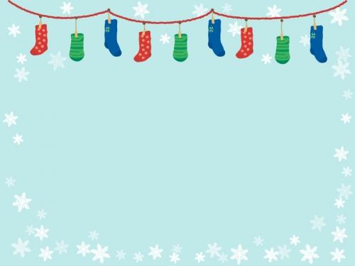 クリスマス・雪の結晶と靴下のフレーム飾り枠イラスト