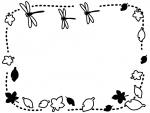 秋・落ち葉の上を飛ぶとんぼの白黒点線フレーム飾り枠イラスト